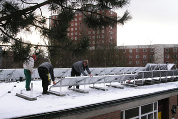 Aufbau Photovoltaikanlange Kindergarten 12/2005